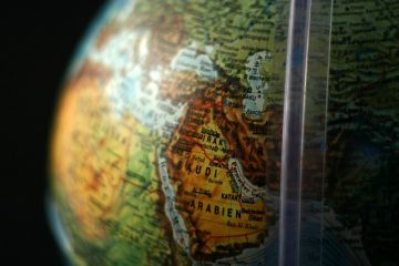 Globe, Middle East - Before you move here get to know the shipping process from the USA to Saudi Arabia